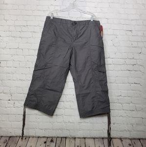 💜 3 for $25 NWT Merona Kahki capri pants